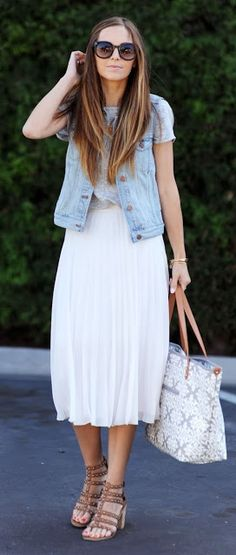 Street style | Grey tee, denim vest and white pleated skirt