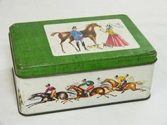 Couple at the races metal tin storage box - retro equestrian horse riding - French 50s vintage adorable equestrian decor multiple traces of use on the boxs decor, some traces of rust inside & under the box good to fair condition  height circa 7,5 cm (= 3.0 inches) width circa 12,5 cm