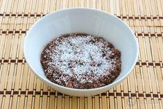 Csokis-kókuszos zabkása chia maggal Chia Puding, Acai Bowl, Oatmeal, Recipies, Pudding, Breakfast, Chia Magok, Food, Nap
