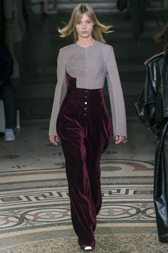 See the complete Stella McCartney Fall 2017 Ready-to-Wear collection.