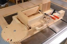 Building the screw advance box joint jig videos Milk Crates, Wood Crates, Wooden Boxes, Box Joint Jig, Box Joints, Woodworking Jigs, Woodworking Projects, Carpentry, Tenon Jig