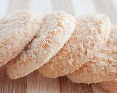 Biscuits à la noix de coco : http://www.cuisineaz.com/recettes/biscuits-a-la-noix-de-coco-11447.aspx