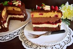 Tort Fantezie cu ciocolată și zmeură - Rețete pentru toate gusturile Cake Recipes, Dessert Recipes, Romanian Food, Food Cakes, Homemade Cakes, Something Sweet, Easy Desserts, Cheesecake, Good Food