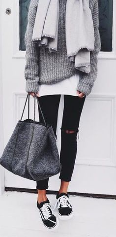 Winter loo | Distressed pants, grey crochet sweater, sneakers and grey scarf