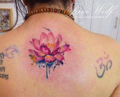 Tattoo ideas for women: Watercolor Tattoos by Javi Wolf Yoga Tattoos, Body Art Tattoos, New Tattoos, Tattoos For Women Small, Small Tattoos, Piercing Tattoo, Piercings, Watercolor Lotus Tattoo, Flower Watercolor