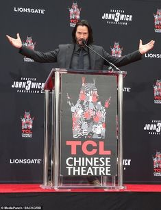 Keanu Reeves is lavished with attention Halle Berry at ceremony Keanu Reeves John Wick, Keanu Charles Reeves, Halle Berry, Dracula Actor, Mafia, Nostalgia, Blockbuster Film, Upcoming Movies, Big Star