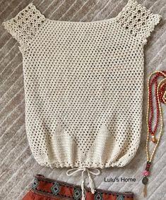 Débardeurs Au Crochet, Crochet Tunic Pattern, Crochet Woman, Crochet Crafts, Crochet T Shirts, Crochet Blouse, Knitting Dolls Clothes, Crochet Clothes, Crochet Summer Tops
