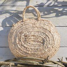 Dimensions : 37 x 35 cm environ. NB : Les paniers sont fabriqués de façon artisanale et les dimensions peuvent varier d'un panier à l'autre. ...
