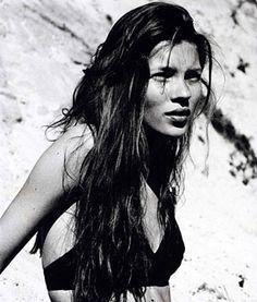 A very young Kate Moss☚★ #KATE #ONELOVE #chinashavers #theeblackunicorn  #black #unicorn #<3