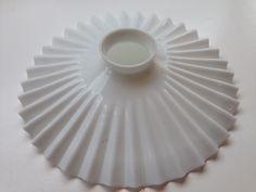 opaalilasinen valkoinen vekkivalaisin, halkaisija 24cm, korkeus 6cm