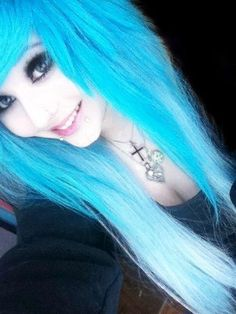 Anyone have a guess what color/brand she uses on her hair? o-o