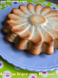 Après le Gâteau léger aux Poires (sans beurre) voilà un moelleux au bon goût de banane qui m'a bien calée, c'est ce que je voulais pour tenir plusieurs heures !!!! Par contre, je vous conseille de rajouter du jus de citron pour éviter que le gâteau noircisse...