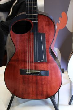 Claudio Pagelli – The Holy Grail Guitar Show 2015 – The Acoustic Flat top |  BILS NOTE: I am seeking more info on this model if anyone can help!