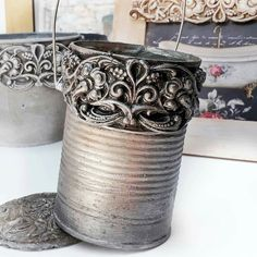 Tin Can Art, Tin Art, Soda Can Crafts, Crafts To Sell, Aluminum Foil Crafts, Decoupage Jars, Tin Can Alley, Mason Jar Kitchen, Recycle Cans