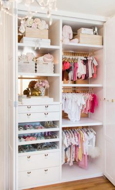 Nursery Closets to Die For + An Expert's Best Organization Tips Lisa Adams, of LA Closet Design, is sharing her best advice for maximizing your nursery closet space + drool-worthy nursery closet examples to inspire you! Baby Nursery Closet, Closet Bedroom, Baby Closets, Linen Closets, Nursery Twins, Dream Closets, Baby Bedroom, Baby Room Design, Baby Room Decor
