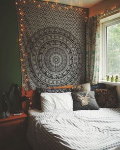Elegant bedroom decor - Home Interior Design — Get ready to cozy up Room Ideas Bedroom, Teen Room Decor, Small Room Bedroom, Bedroom Decor, Indie Bedroom, Glam Bedroom, Dorm Room, Bohemian Bedroom Design, Aesthetic Room Decor