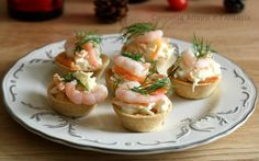 Un modo semplice ed elegante di servire l'antipasto,i cestini di gamberetti sono un classico della cucina norvegese,freschi e cremosi,soddisferanno anche i palati più esigenti