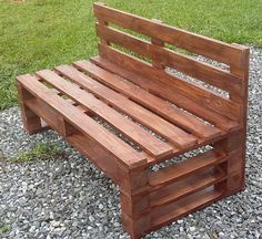 Wooden Pallet Furniture Here we have another mind-blowing pallet wood idea on the list of creative pallet furniture designs. This admirable pallet wood bench is all formed with the adjustment of pallet stacks in various patterns. Pallet Furniture Designs, Pallet Garden Furniture, Wooden Pallet Projects, Pallet Patio, Pallet Designs, Pallet Seating, Diy Projects, Wood Furniture, Woodworking Projects