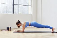 This Ab-Strengthening Plank Workout Is Hard but Good — Here's How to Do It - Exercise ideas - Band Body Weight, Weight Lifting, Weight Loss, Plank Workout, Workout Fitness, Fitness Fun, Fitness Tips, Single Leg Deadlift, Workout Bauch
