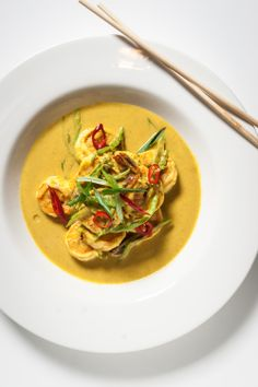 shrimp with yellow curry: snow peas, coconut milk