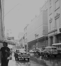 Flogar, Galiano y San Rafael en 1957. Tambien se ve el letrero de la zapateria Florsheim