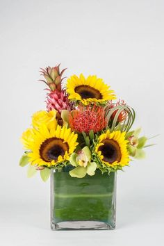 You want to send a gift and do not know which one? Surprised with this.  Look our flower arrangements on our website www.yosvi.com and contact us for more information at tel +1 305 642-4242  #BestFlowersUsa #BestFlowers #FlowersUsa#FloresUsa #FloresMiami #EnvioFloral #Flores#ArreglosFloralesMiami #YosviFlowers #yosvi
