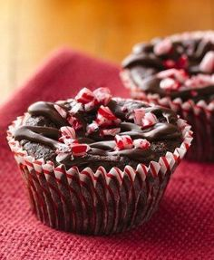 Indulge in festive gluten-free mini brownie cakes, topped with peppermint candy and chocolate. Sooo making these :) Gluten Free Brownies, Gluten Free Cakes, Gluten Free Baking, Gluten Free Desserts, Gluten Free Recipes, Dessert Recipes, Dessert Ideas, Party Recipes, Meal Recipes