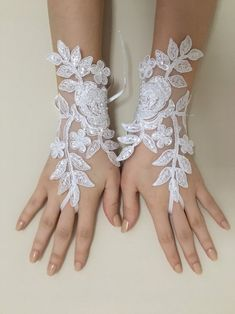 Discover recipes, home ideas, style inspiration and other ideas to try. Bride Gloves, Wedding Gloves, Lace Gloves, Bridal Tiara, Bridal Lace, Bridal Headpieces, Wedding Lace, Wedding Decor, Wedding Ideas