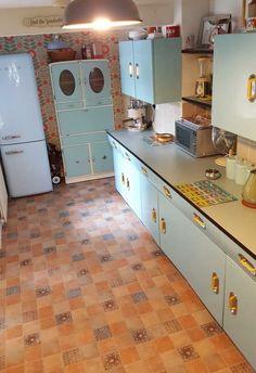 Ondrea and James' English Rose kitchen: Two sets refurbished into one joyful remodel! - Retro Renovation