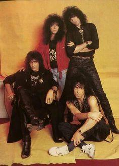 Kiss.......... Kiss Rock Bands, Kiss Band, Kiss Without Makeup, Kiss World, Simmons Family, Kiss Members, Kiss Images, Eric Carr, Rocker Chick