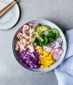 Bowl of poke- Bol de poke Poke Bowl Poki Bowl, Poke Recipe, Asian Recipes, Healthy Recipes, Clean Eating, Healthy Eating, Healthy Food, Plates And Bowls, Great Recipes