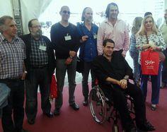 En la Semana Negra. Rodeando a Juan Ramón Biedma, y de izquierda a derecha, Curto, Caramés Lage, Óscar Fernández Camporro, Salvador Robles Miras, nuestro editor... y yo.