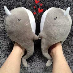 Pantuflas en forma de ballena gris