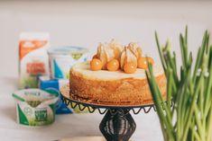 Raikas ja mehevä rahkatorttu on perinteinen pääsiäisherkku ja meidän meijerin taukohuoneen suosikki. Pääsiäisen kahvipöytään ja kevään juhliin!