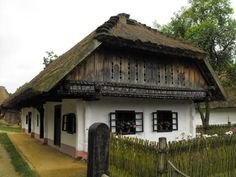 parasztházikó Peasant little home Hungary Vernacular Architecture, Historical Architecture, Hut House, Old Country Houses, Thatched House, Heart Of Europe, Tudor House, Better Homes, Traditional House