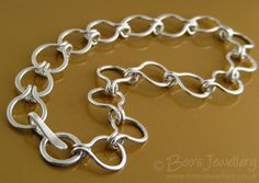 Boo's Jewellery: Bringing a piece of metal to life - part 2.  Great info on how this artist makes chains.