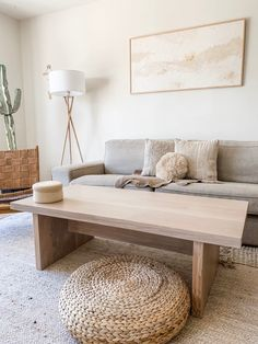 This San Francisco Rental Is a Minimal, Monochromatic, Desert-Inspired Dream Abstract artist Kaleen Cameron has made a relaxing home in this San Francisco rental house. Luxury Home Accessories, Living Room Designs, Living Room Decor, Monochromatic Decor, Minimal Home, Apartment Interior Design, Minimal Apartment Decor, Minimalist Living, Minimalist Decor