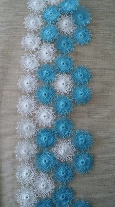 Abaya Fashion, Banjo, Filet Crochet, Tatting, Diy And Crafts, Crochet Earrings, Embroidery, Beautiful Flowers, Border Tiles