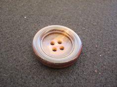 14 Stück Büffelhornknöpfe 4 Loch braunDurchmesser von Knopfshop