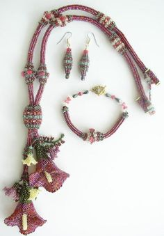 Calla Lily Combo in Cranberry ~ Beading Instructions for $8.00 at www.lindarichmond...