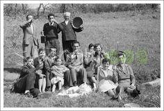 In che anno è stata scattata la foto? In che luogo di Sarconi? Chi sono i personaggi della foto? Per ogni foto è possibile lasciare un commento semplicemente utilizzando l'area commenti del sito.  La foto della settimana, 22dicembre 2014