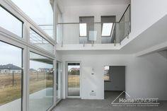 Realizacja projektu domu HomeKONCEPT 2 #projektdomu #domnowoczesny #homekoncept #domzantresolą #domzpiętrem #domzpoddaszem #design #architektura #betonnaelewacji #dużeprzeszklenie Teak, Windows, Design, Ramen, Window