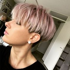Pastel pink pixie hair Pastel pink pixie hair Hair Cuts blond Pastel pink pixie hair - hair styles for short hair Elven Hairstyles, Hairstyles Haircuts, Pixie Haircuts, Bob Hairstyle, Solange, Rose Pastel, Pastel Style, Trending Hairstyles, Little Girl Hairstyles