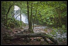 En la cascada de Xorroxin, con un poco de imaginación puedes ver las lamias del bosque... (Foto Atsobakar / Diario Vasco)