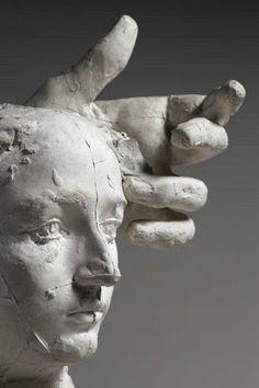 Crédit photo Christian Baraja. Courtesy Musée Rodin Paris - Assemblage : Masque de Camille Claudel et main gauche de Pierre de Wissant