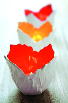 E' arrivato l'Autunno e la casa si illumina di caldi colori con i candelieri Filodendro, firmati L'Abitare.Protagonista è la forma delle foglie, che L'Abitare modella e riunisce in un candeliere. Fall is arrived and the home is illuminates of warm colours with Filodendro candlesticks, design by L'Abitare. The unique protagonist is the leafs' shape. L'Abitare reunites and models the leafs in a candlestick.