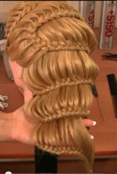 you go girl, lace braids have taken over the world.