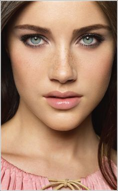 Natural, exposed freckles- Love this look!
