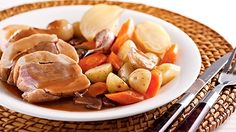 Pot Roast, Casserole, Yummy Food, Yummy Recipes, Turkey, Chicken, Ethnic Recipes, Drink, Wine Sauce