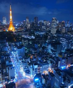 Tokyo Tower at night Countries Around The World, Around The Worlds, Beautiful Places In Japan, Anime Land, Tokyo Skytree, Tokyo Tower, City Wallpaper, Tokyo Streets, City Scene